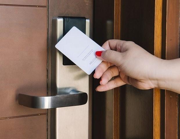 دستگیره هتل چگونه می تواند موجب امنیت خاطر مسافران گردد؟