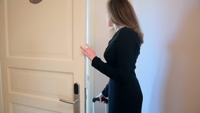 دستگیره ورودی باید هوشمند باشد یا معمولی و چرا این موضوع اهمیت دارد؟